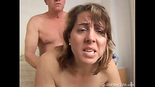 Pretty mature amateur enjoys a fuck and a facial