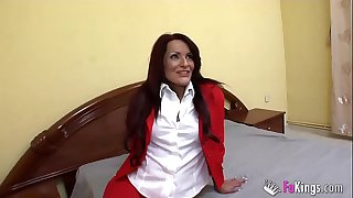 English and German teacher, a 36 years old mature from Barcelona. Rebeca Bardem and her first lesson