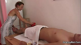 Old masseuse gets her hairy snatch pounded