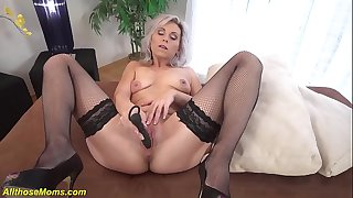 grandma toying her old dry pussy