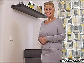Mature records herself masturbating