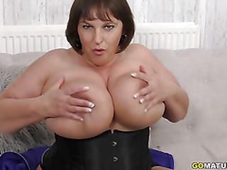 British Huge breasted housewife Carol Brown fingering herself