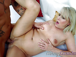 Mature whore gets old cunt railed