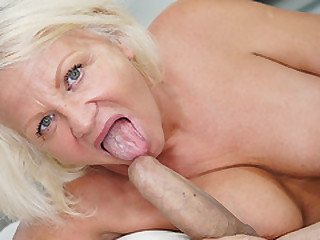 Big cock stretched out a mature pussy