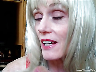 Blonde Amateur Grandma Talks Sex And More