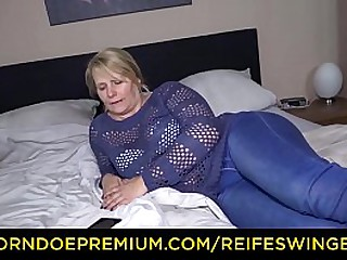 REIFE SWINGER – Big ass granny blonde makes bull cum