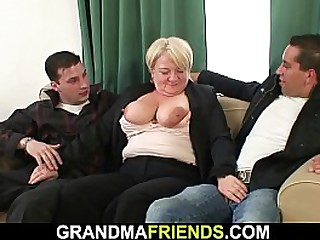 Big tits granny picked up for double penetration