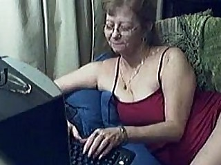 Old granny strips on the chat cam