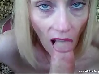 Amateur Blowjob From Sexy Granny