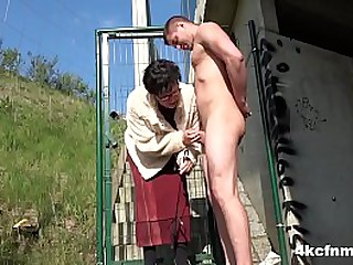 Granny Gives Blowjob for Facial