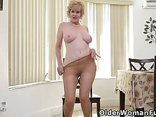 American granny Sindee Dix gently removes her clothes and surprises you by pushing a dildo up her old ass (now available in Full HD 1080P). Bonus video: USA gilf Chery Leigh.